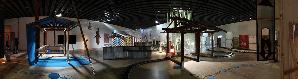 高嶺格『大きな停止』展示風景(2008年、せんだいメディアテーク)
